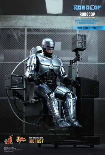 RoboCop Collectible Figure with Mechanical Chair - Hot Toys