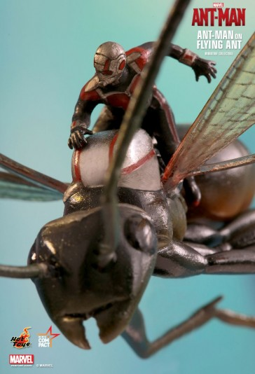 The Ant-Man on Flying Ant Miniature Collectible - Hot Toys