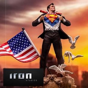 Iron Studios - Clark Kent - Superman - Deluxe Art Scale Statue